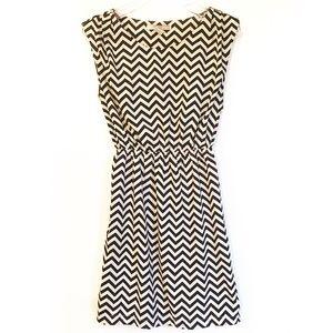 ❗️💲3 for 15 💲❗️Forever 21 Chevron Dress
